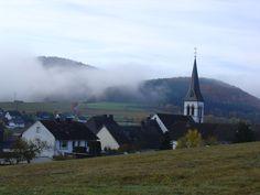 Herbstlicher Nebel über Medelon (Nordrhein-Westfalen)