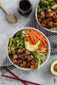 Get ready to dive into your new favorite entree! This restaurant-style teriyaki tofu bowl makes for the perfect for a lunch or dinner at home or meal on the go! Chicken Recipes Video, Vegan Recipes Videos, Vegan Dinner Recipes, Vegetarian Meals, Vegan Recipes Easy, Tempeh, Teriyaki Tofu, Vegan Teriyaki Sauce, Healthy Snacks