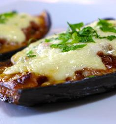 Best Greek vegetarian moussaka recipe with layers of aubergine, comforting potatoes, béchamel and a delicious mushroom sauce! The ultimate veggie moussaka! A Food, Food And Drink, Eggplant Dishes, Greek Dishes, Main Dishes, Food Processor Recipes, Cooking Recipes, Vegetarian Recipes, Favorite Recipes