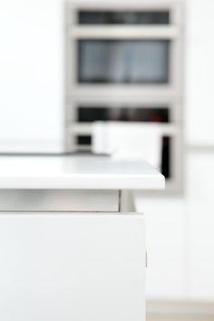 Jednoduché a krásné provedení pracovní desky. Vypadá to úplně jinak, než s klasickou 4cm.