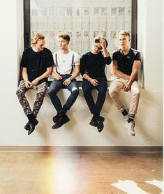 Photo shared by Niall is my Irish Princess on March 29 2020 taggi Vamps Band, The Vamps, Bradley Simpson, Music X, Sound Of Music, Somebody To You, Simpsons Tattoo, Artsy Background, Bae