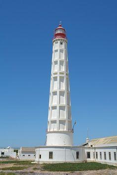 Le phare de Culatra (ou phare de Cabo de Santa Maria) est un phare situé sur l'Île de Culatra, proche d'Olhão mais appartenant à la municipalité de Faro, dans le district de Faro (Région de l'Algarve au Portugal)