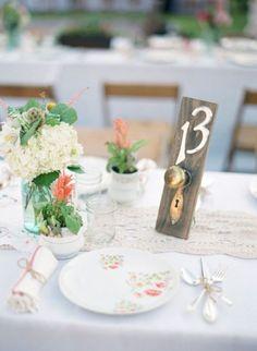 décoration de mariage en anciens boutons de portes