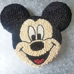 Mickey Mouse cake All buttercream Mickey mouse faceYou can find Mickey mouse cake and more on our website.Mickey Mouse cake All buttercream Mickey mouse face Mickey Mouse Cups, Mickey Mouse Birthday Cake, Mickey Mouse Cupcakes, Mickey Cakes, 3rd Birthday Cakes, Birthday Ideas, Birth Cakes, Cake Decorating Icing, Baby Mouse