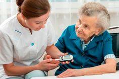 Se requiere de un tratamiento óptimo para que adultos mayores vivan sin complicaciones.