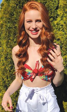 Riverdale babe and Showpo girl crush looks stunning in our Knot today crop top in red floral Madelaine Petsch, Cheryl Blossom Riverdale, Riverdale Cheryl, Vanessa Morgan, Beautiful Redhead, Beautiful People, Camila Mendes Riverdale, Girls Crop Tops, Celebs