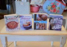 Échelle de livres de cuisine - tartes de pain Artisan - maison de poupée Miniature de cuisson 01:12