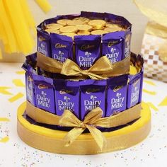 Dairy Milk and Gold Coin Chocolate Bars Cake Online Chocolate Bar Cakes, Chocolate Basket, Chocolate Pack, Chocolate Hampers, Chocolate Coins, Chocolate Lovers, Chocolate Flowers Bouquet, Candy Bouquet Diy, Chocolate Crafts
