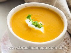Sopa de Frango com Batata-Doce, Cenoura e Gengibre - Receitas - Dietas - Gastronomia - Brasil na Mesa Soup Recipes, Vegan Recipes, Cooking Recipes, Sopas Light, Good Food, Yummy Food, Portuguese Recipes, Love Eat, Light Recipes