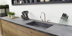 Houten kookeiland met betonnen aanrechtblad