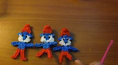 Rainbow Loom Papa Smurf Doll or Charm - YouTube If your child has mastered the art of loom band bracelet making, and wants to try something a little more complex, here are some fabulous tutorials on how to make some character loom band charms. #loombands