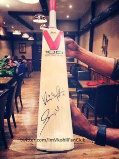 [PIC] [EXCLUSIVE] The bat which @imVkohli & Sanju Samson autographed for Tharavadu Restaurant In Leeds! #VK18FanClub