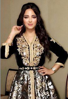 راقية ماغي من صوفيا بن يحيى Morrocan Dress, Moroccan Caftan, Abaya Fashion, Muslim Fashion, Traditional Fashion, Traditional Dresses, Oriental Dress, Elegant Dresses For Women, Caftan Dress