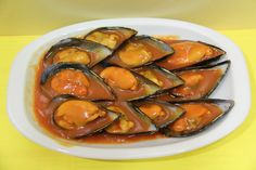 mejillones-brava Spanish Kitchen, Spanish Tapas, Spanish Food, Salad Dressing Recipes, Fish Dishes, Fish And Seafood, Chutney, Finger Foods, Food To Make