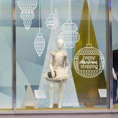 Extra grote gedetailleerde kerstballen raamtekening, gaaf om groot op de etalage te tekenen om je winkel in de kerstsfeer te brengen.