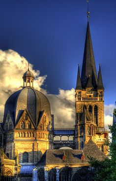 I can't wait to go here!! Aachener Dom - Aachen Cathedral (792)- Aachen was the seat of the Holy Roman Empire during the reign of Charlemagne.