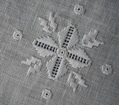 Hardanger Embroidery Tutorial divers jours et hardanger Types Of Embroidery, Learn Embroidery, Embroidery Patterns, Hand Embroidery, Hardanger Embroidery, Cross Stitch Embroidery, Drawn Thread, Creative Embroidery, Bargello