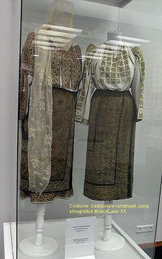 Costume populare romanesti din zona Muscelului, secol XIX - inceput de secol XX. Folk Costume, Costumes, Textile Art, Romania, Textiles, Traditional, My Style, How To Wear, Regional