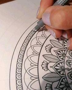 Easy Mandala Drawing, Mandala Doodle, Simple Mandala, Mandala Art Lesson, Mandala Artwork, Doodle Art, Hippie Painting, Indian Art Paintings, Art N Craft