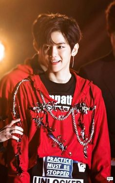 Find images and videos about kpop, exo and baekhyun on We Heart It - the app to get lost in what you love. Kris Wu, Luhan And Kris, Exo Ot9, Kpop Exo, K Pop, Chanbaek, Ao Haru, Kim Jong Dae, Chanyeol Baekhyun