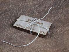 Tarjetas de visita de madera grabadas y cortadas por láser, en grabolaser.com