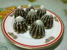 Zasnežené hory - recept Sweet And Salty, Cactus Plants, Almond, Baking, Cookies, Recipes, Basket, Crack Crackers, Cacti