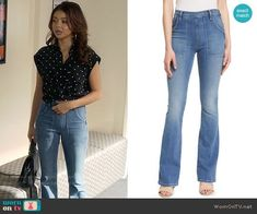 Haley's flare jeans on Modern Family. Outfit Details: https://wornontv.net/82077/ #ModernFamily