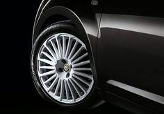 Zwinność, komfort i precyzja jazdy. Dostępne w wersji MiTo Quadrifoglio Verde aktywne zawieszenie Alfa Active i elektroniczny układ sterowania amortyzatorami,aktywnie i nieprzerwanie zmieniają charakterystykę reakcji nadwozia zgodnie z warunkami drogowymi i potrzebami kierowcy. Poznaj nowoczesną technologię Alfa Romeo na www.alfaromeo.pl/pl/modele/mito/technologia