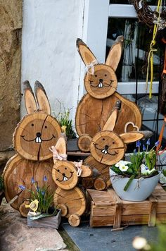 DIY Easter bunnies made of tree slices # wooden disc decoration DIY .- DIY Osterhasen aus Baumscheiben DIY – Projekt Osterhasen aus B… DIY Easter bunnies made from tree slices # wooden disc decoration DIY project Easter bunnies made from tree slices - Diy Projects Easter, Easter Crafts, Wood Log Crafts, Spring Decoration, Tree Slices, Wooden Diy, Diy Wood, Wood Wood, Yard Art