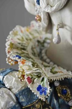 Amazing art work, in paper (!)...clothing and adornment   Isabelle de Borchgrave.