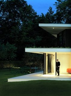 The Villa is a modern house with a flat roof, which is located in Utrecht, The Netherlands. The project was completed by Powerhouse Company closely with RAU to Design Villa Moderne, Modern Villa Design, Utrecht, Minimalist Architecture, Amazing Architecture, Interior Architecture, Conception Villa, Crazy Houses, Modern Houses