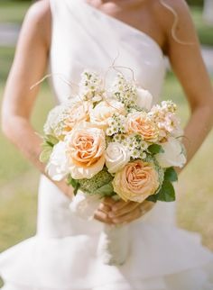 Getting pretty close to my look. Love the over all simplicity. Would like it to compliment the bridesmaids bouquet. So the same peach color added but mostly off white little daisy looking flowers a must.