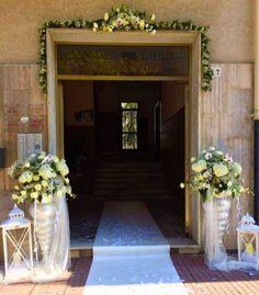 Decorazione portone casa della sposa. Real wedding romantico e shabby chic