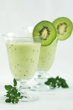 Wiem co jem: koktajl z kiwi i agrestu Kiwi, Margarita, Smoothie, Panna Cotta, Tableware, Glass, Ethnic Recipes, Food, Smoothies
