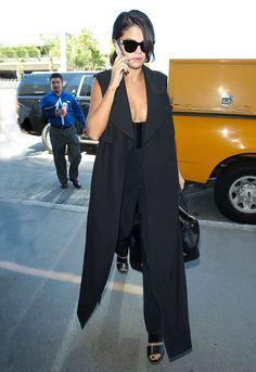 A peça que você vai querer roubar até a próxima estação. Look Selena Gomez.