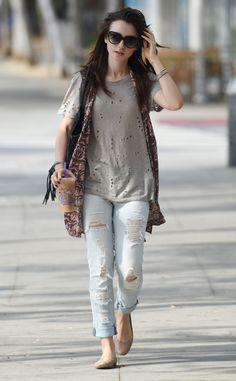 lily-collins-in-ripped-jeans-out-in-west-hollywood-september-2015_1.jpg (1280×2070)