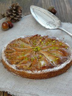 Tarte aux poires et crème de noisettes sur une base de sablé breton | De plus en plus j'aime utiliser le sablé breton en base de mes tartes , pour son goût ,ma...