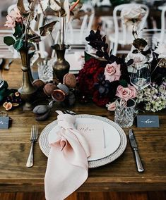 Beautiful blush and burgundy ♡ Regram from @ivyroadphotography featuring stunning table details by @sunshineandconfetti @hamptoneventhire…
