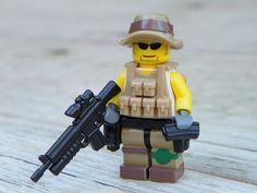 Lego marine combat unit. Lego Minion, Minions, Lego Portrait, Lego Words, Figurine Lego, Lego Guns, Army Police, Lego Army, Lego People