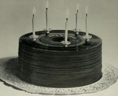 Vinyl record cake - how cool would it be to have this same effect using a real cake and real frosting to look like records.