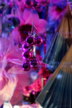 Where does Online Shopping leave Glamorous Window Displays? Holidays Window Shopping Glamor London http://wp.me/pYeKK-1C3