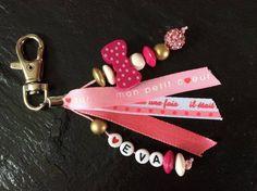 Porte clé personnalisé avec prénoms, perles et rubans