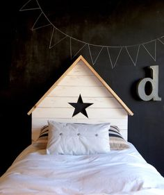 Chalkboard kids room by La Factoría Plastica ♥ Casa Kids, Deco Kids, Cool Kids Rooms, House Beds, Kid Spaces, Kid Beds, Kids Decor, Girls Bedroom, Star Bedroom