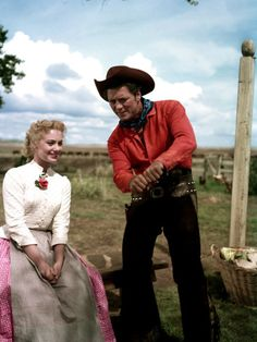 Gordon MacRae & Shirley Jones from the movie: Oklahoma. My favorite Rogers & Hammerstein musical Hope to see it live someday :) Golden Age Of Hollywood, Vintage Hollywood, Classic Hollywood, Hollywood Stars, The Animals, Old Movies, Great Movies, 1960s Movies, Oklahoma Musical