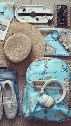 Excellent simple ideas for your inspiration Blue Aesthetic, Travel Aesthetic, Cute Photography, Travel Photography, Travel Wallpaper, Map Wallpaper, Cute Bags, Travel Pictures, Saddle Bags