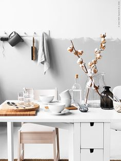 white lover is in Ikea too Nordic Interior, Cafe Interior, Interior And Exterior, Umea, Interior Decorating, Interior Design, Room Accessories, Ragnar, Kitchen Styling