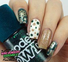 15 Impressive Christmas Nail Designs | Laddiez