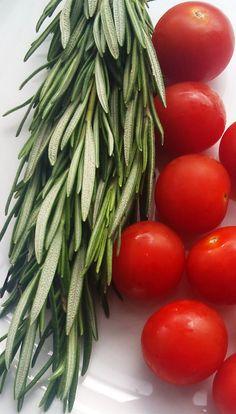 Tomates cerises et romarin