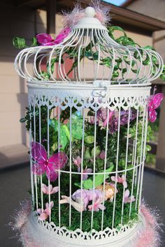This fairy garden bird cage will sure to delight the little girl in your life! Gardens are not merely for lawns and house play fields, but may also be perf Girls Fairy Bedroom, Fairy Room, Garden Bedroom, Fairy Terrarium, Fairy Crafts, Butterfly Fairy, Birthday Gifts For Girls, Little Girl Rooms, Bird Cage