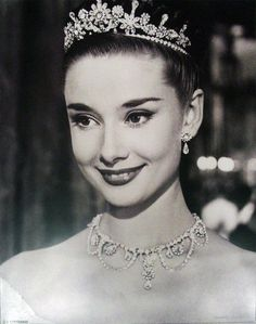 Happy Birthday Audrey Hepburn, your elegance and grace knew no bounds! :: Queen Audrey:: Beautiful photo of Audrey Hepburn in a tiara:: Old Hollywood Audrey Hepburn Outfit, Audrey Hepburn Pictures, Audrey Hepburn Mode, Audrey Hepburn Roman Holiday, Aubrey Hepburn, Sabrina Audrey Hepburn, Audrey Hepburn Wedding, Audrey Hepburn Eyebrows, Audrey Hepburn Hairstyles